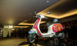 Xe Vespa Sprint vẽ tranh được bán với giá 26.000 USD gây quỹ cho trẻ em dị tật bẩm sinh