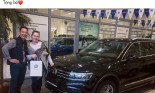 Thủ môn Đặng Văn Lâm sắm Volkswagen Tiguan tặng bố mẹ