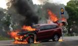 Ford Everest 2016 bốc cháy chưa rõ nguyên nhân