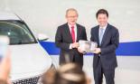 Thaco trao xe Kia Optima cho huấn luyện viên Park Hang Seo