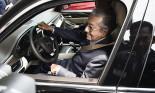 Thủ tướng Malaysia tấm tắc khen xe Vinfast sau khi lái thử