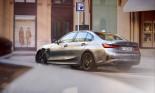 BMW 330e plug-in hybrid 2021 đạt hiệu suất nhiên liệu 75MPGe, giá khởi điểm $45,545