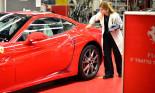 Nhân viên Ferrari bán siêu xe tiền tỷ như thế nào?