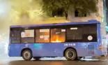 Xe buýt bốc cháy trên đường ở TP.HCM