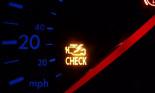 Đèn CHECK sáng mà tôi xóa không được, xe tôi bị lỗi gì?