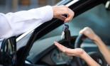 """Lưu ý gì để không bị """"tiền mất tật mang"""" khi thuê xe tự lái"""