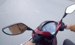 """5 lý do khiến bạn thêm """"yêu mến"""" gương chiếu hậu trên xe máy"""