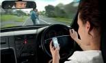 Sử dụng điện thoại khi đang chạy xe, nguy hiểm không kém rượu bia