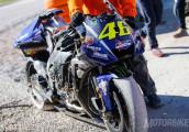 """Tay đua Valentino Rossi """"rớt nài"""" tại buổi chạy thử MotoGP"""