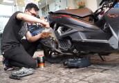 Video: Tự thay nhớt xe máy tại nhà
