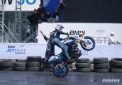 """Xem Mattie Griffin biểu diễn mô tô mạo hiểm """" đỉnh cao"""" tại Việt Nam"""