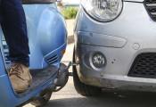 5 tình huống va quệt với xe máy dễ làm trầy xước sơn ô tô
