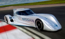 Nissan tiết lộ xe đua dùng điện nhanh nhất thế giới