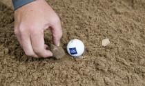 Luật mới quy định golfer được phép làm gì khi ở bunker & waste area