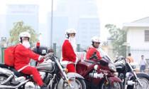 Ông già Noel cưỡi môtô tiền tỷ đi phát quà