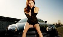 Người mẫu sexy bên siêu xe Aston Martin