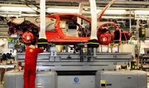 """""""Đột nhập"""" nhà máy sản xuất xe Ferrari"""