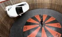 Video: Mazda 2 lượn vòng ngoạn mục