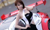 Mỹ nữ Hàn nóng bỏng bên xe đua