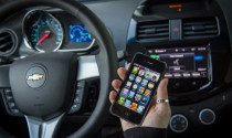 General Motors nhường quyền lại cho Apple và Google