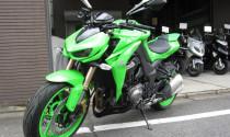 """Kawasaki Z1000 """"nổi bần bật"""" với màu sơn xanh cốm"""
