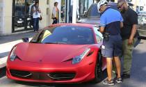 Ngôi sao nhạc Pop Justin Bieber lại bị cảnh sát sờ gáy khi lái siêu xe