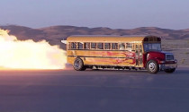Sốc với xe bus có tốc độ ngang máy bay phản lực