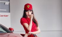 Người đẹp rực rỡ bên Ferrari F12