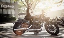 Người đẹp cực cá tính bên Harley Davidson Sportster Iron