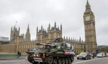 """""""Dạo quanh"""" London bằng xe tăng chỉ với 50 triệu đồng"""