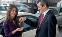 Phụ nữ tự mua xe: Dễ hay khó?