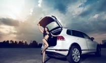 """Người mẫu nội y """"phiêu"""" cùng Volkswagen Touareg GP 2015"""