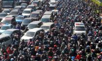 Sự thật tàn nhẫn phía sau những đứa trẻ được thuê ngồi xe ô tô tại thủ đô Indonesia