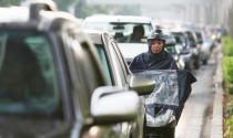 """Video nóng trong tuần: """"Nhiều xe máy bị cuốn trôi trên đường Sài Gòn trong mưa lớn"""""""