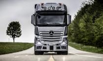 Cận cảnh lắp ráp một chiếc xe tải hạng nặng tại nhà máy Mercedes