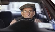 Nhật Bản khuyến khích người cao tuổi trả lại bằng lái