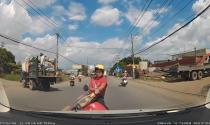 Xe máy thiếu quan sát vượt ẩu gây tai nạn