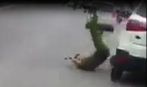 Ford EcoSport tông cảnh sát Hà Nội rồi bỏ chạy
