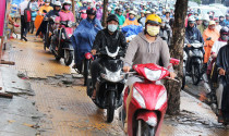 Lái xe gắn máy ở Việt Nam không cần biết luật?