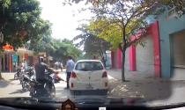 Tài xế lái Toyota ở Hà Nội thờ ơ quay lưng sau khi gây tai nạn cho bé gái