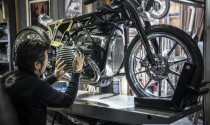 BMW Motorrad giới thiệu động cơ mới theo một cách không thể đặc biệt hơn