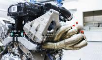 Khám phá khối động cơ 3 xi-lanh hút khí tự nhiên mạnh như tăng áp của Cosworth