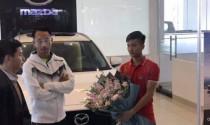 """Cầu thủ """"hiếu thảo"""" Văn Đức sắm Mazda CX5  tặng mẹ dịp Tết"""