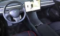 Sau sự cố hỏa hoạn, Tesla Model 3 tiếp tục 'dính phốt' đâm vào dải phân cách
