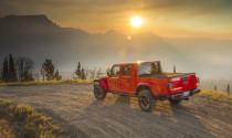 Jeep Gladiator 2020: Mẫu xe bán tải mui trần đầu tiên trên thế giới