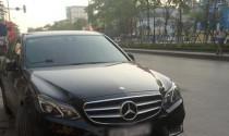 Tài xế Mercedes-Benz say xỉn dừng xe ngủ ngay trên vỉa hè Hà Nội