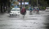 Giao thông ngày mưa và cách hành xử của người Việt