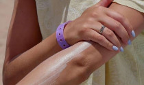 Nước rửa tay và kem chống nắng có thể gây hại cho nội thất?