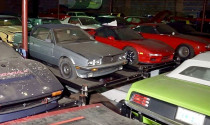 Choáng ngợp trước bộ sưu tập hơn 300 chiếc xe bị lãng quên hàng chục năm qua