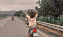 Sống ảo quá trớn, nữ sinh lái xe máy bằng chân bị triệu tập